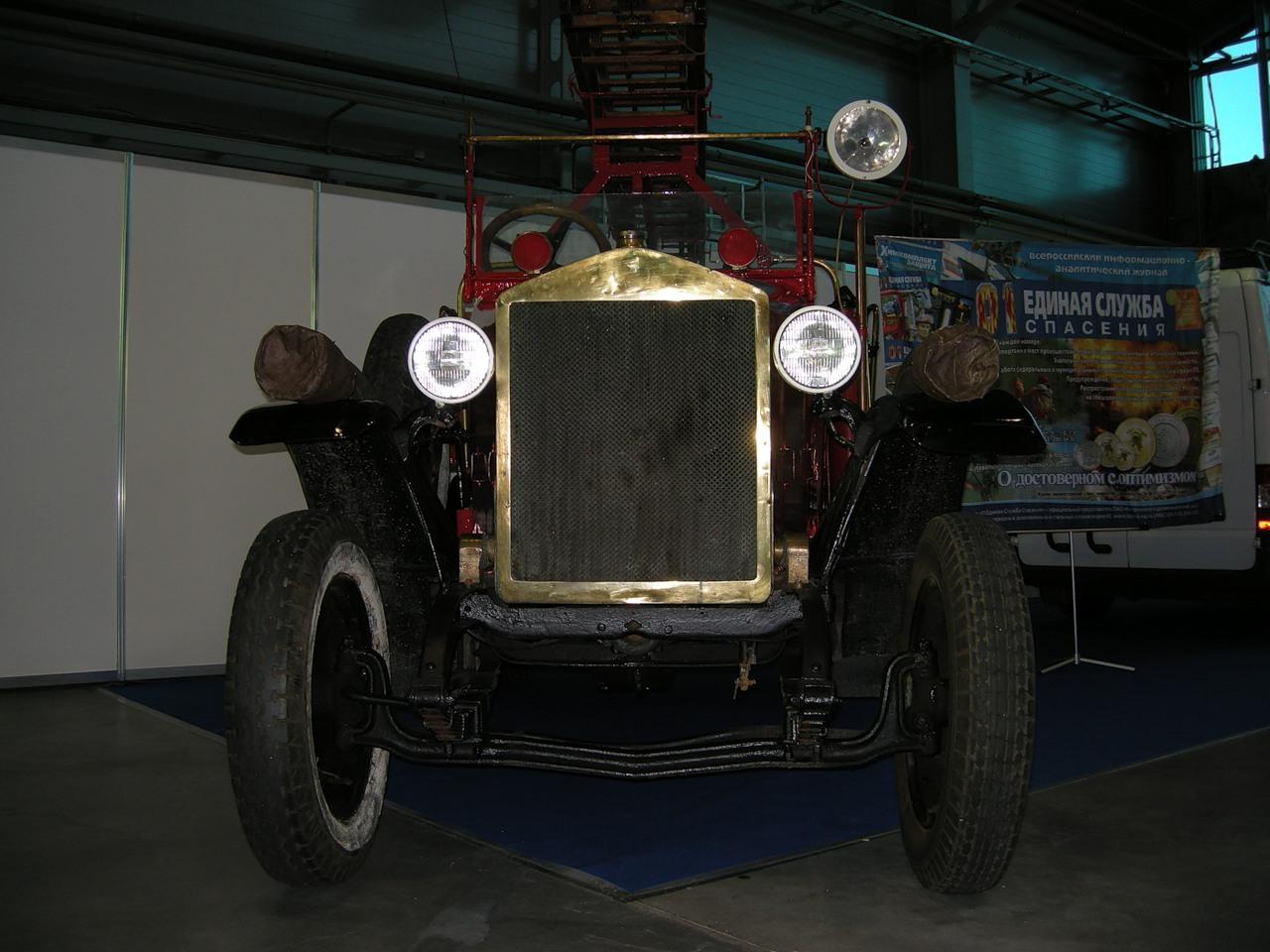 Пожарный автомобиль АМО-Ф-15 на пожарно-технической выставке. Современная реконструкция
