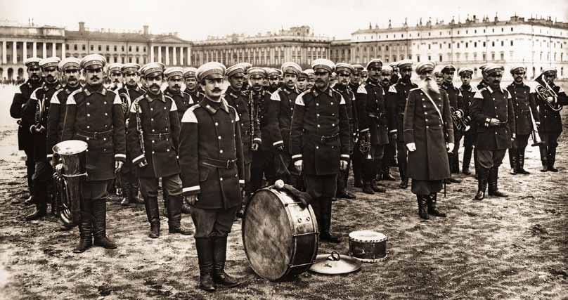 Духовой оркестр Пожарной Команды Санкт-Петербурга на смотре пожарных частей на Марсовом поле. 26 июня 1900 г. Фотография К. Булла