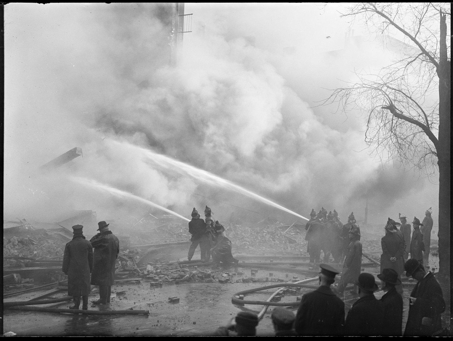 Тушение пожара в Бруклине, Нью-Йорк, США. Начало 20 века