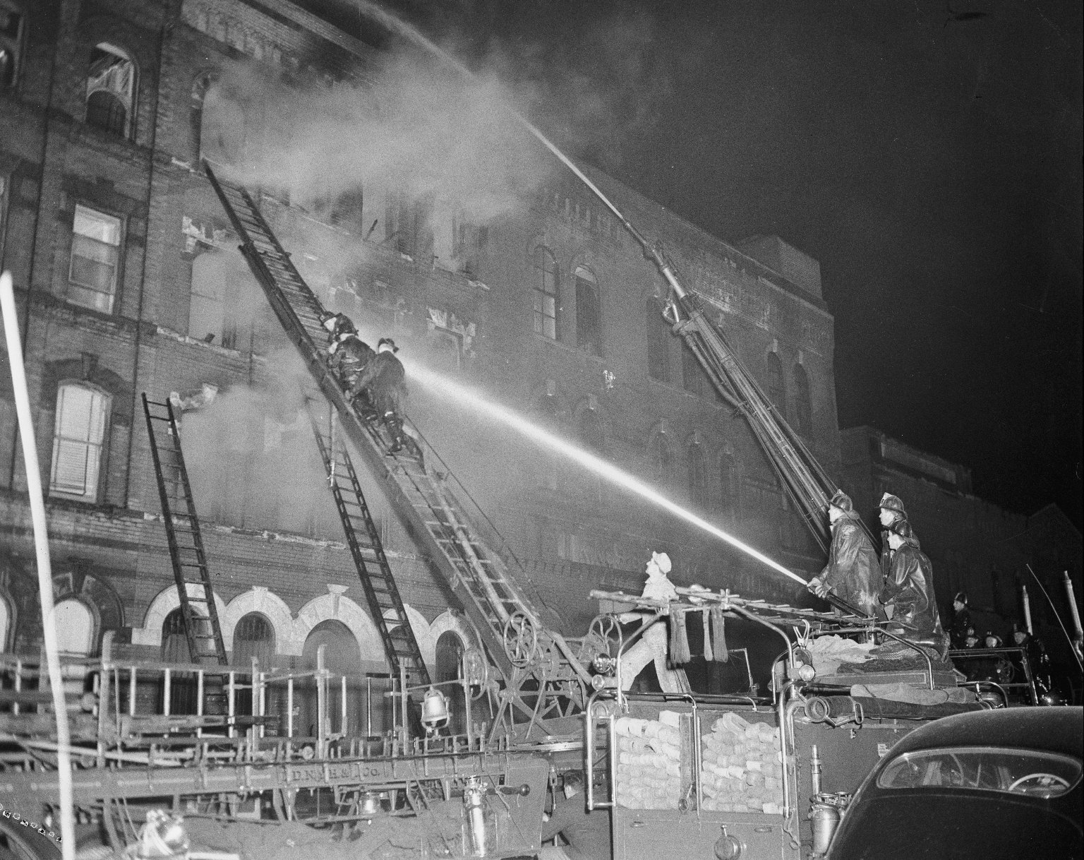 Борьба с пожаром. Нью-Йорк, США. Начало 1950-е