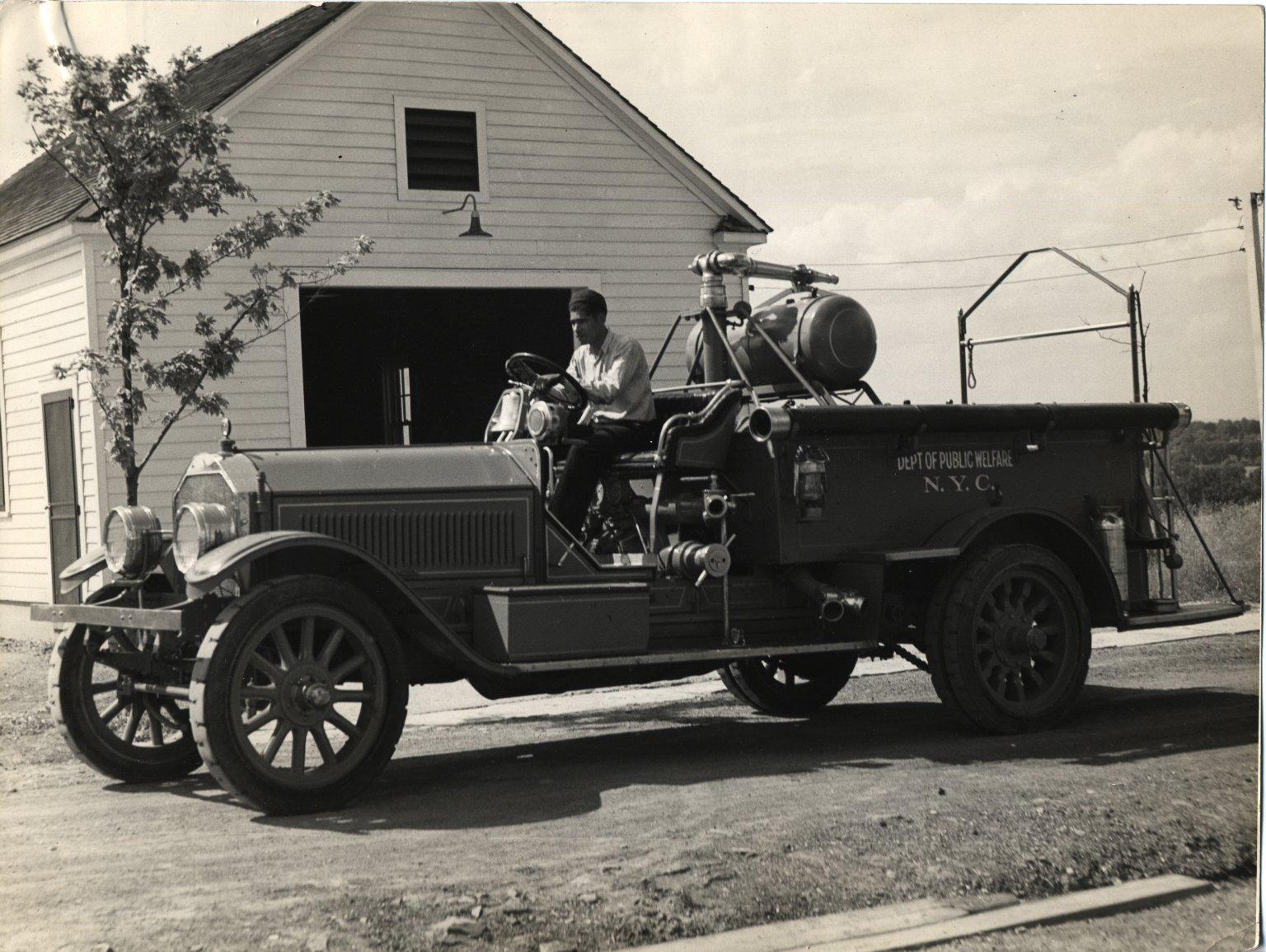 Списанный пожарный автомобиль. Нью-Йорк, США. 1950-е