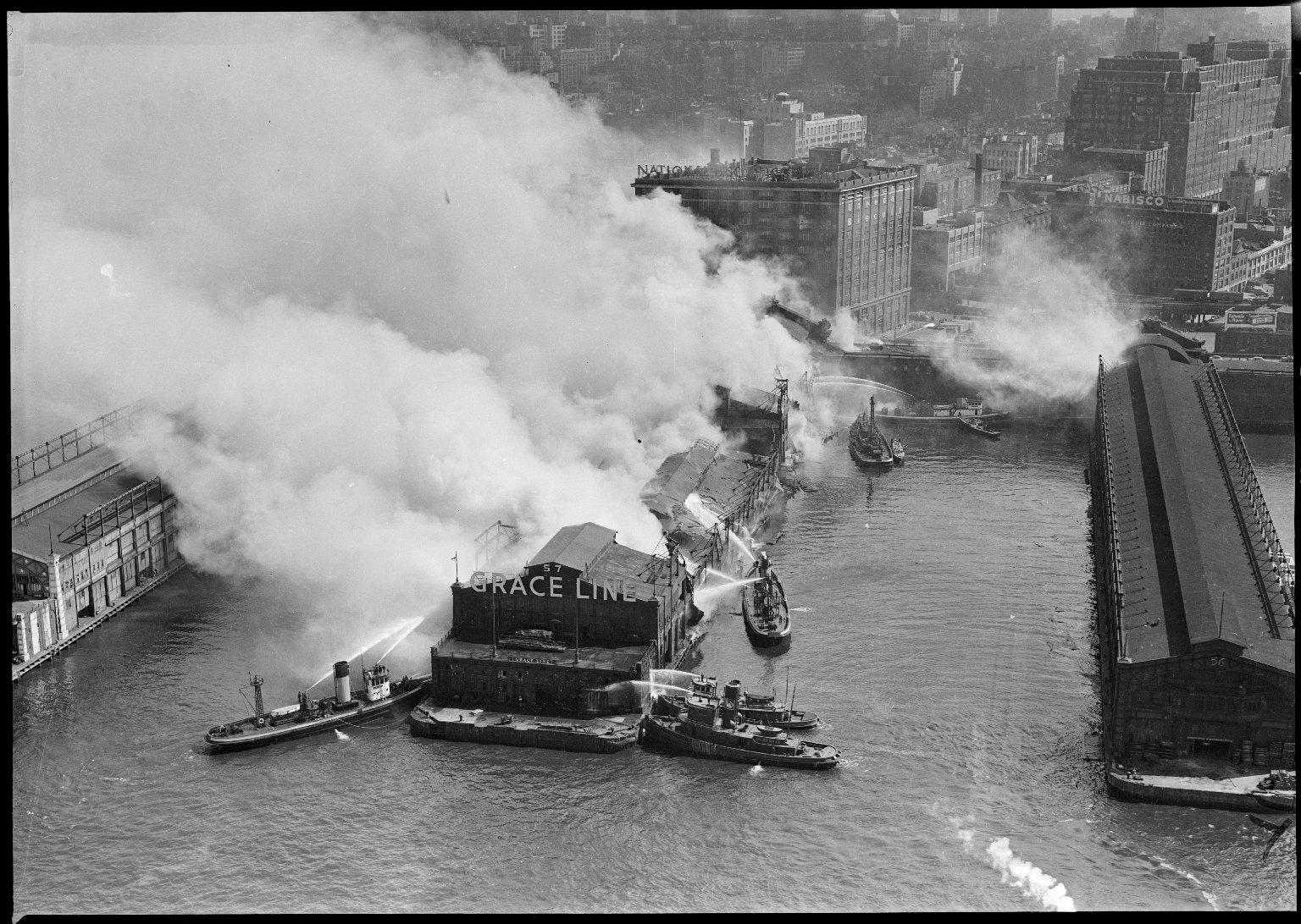 Пожар на пирсе. Нью-Йорк, США. 1930-е