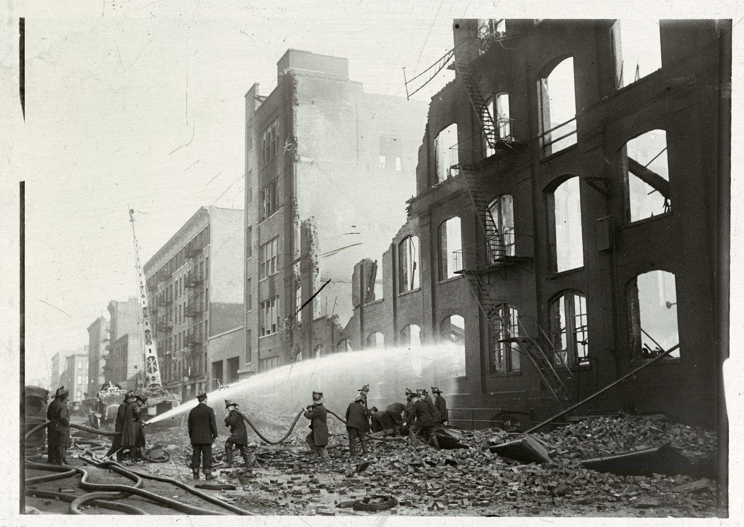 Пролив разрушенного здания. Нью-Йорк, США. 1930-е