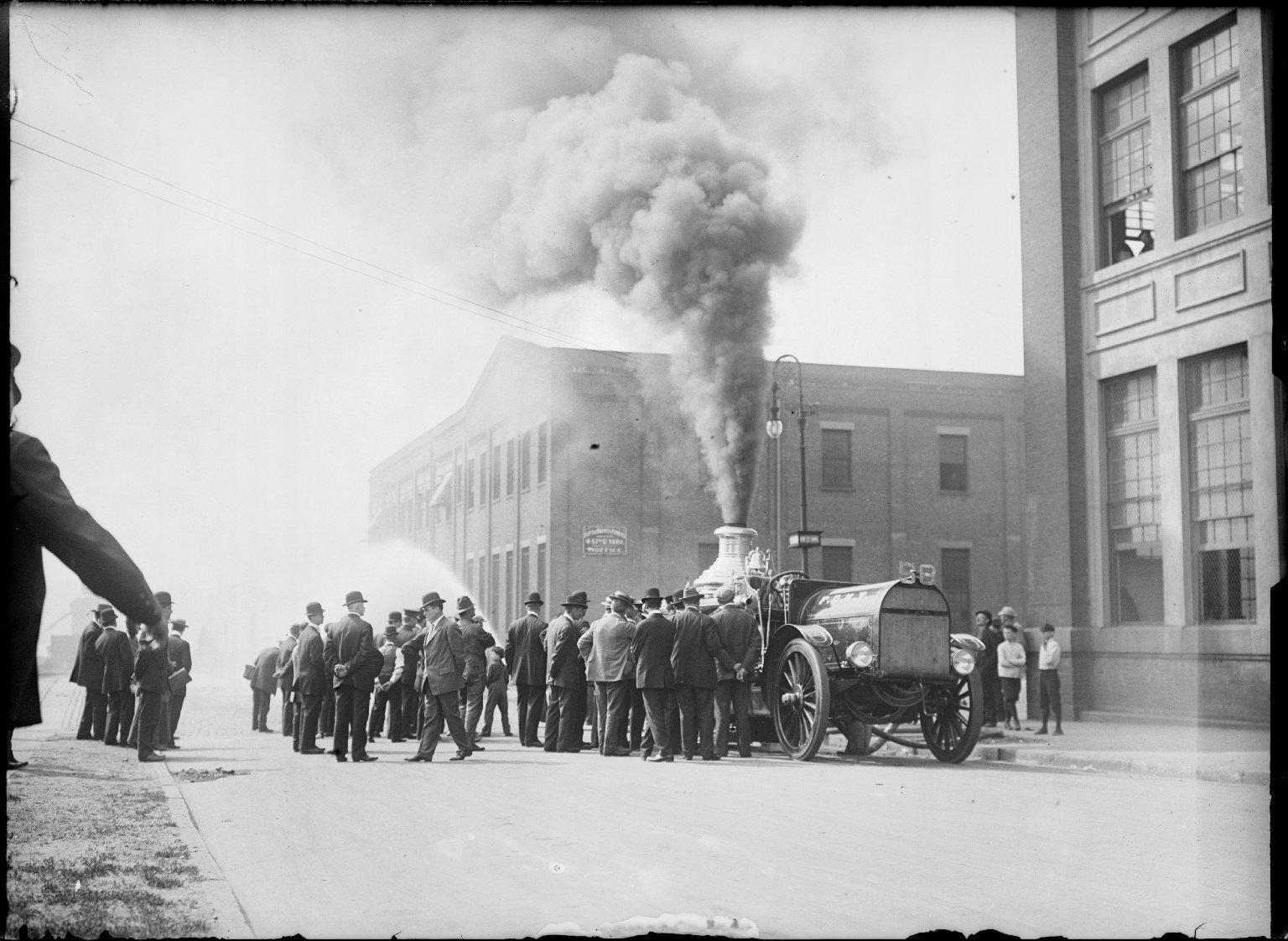 Паровой пожарный насос с ведущим трактором. Нью-Йорк, США. Начало 20 века