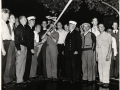 Пожарные инструктируют добровольцев по работе со стволом. Нью-Йорк, США. 1941 год