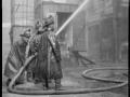 Тушение пожара с помощью рукава высокого давления. Нью-Йорк, США. 1920-е