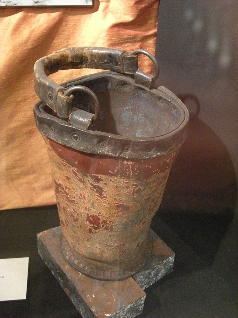 768px-mohai_-_leather_fire_bucket
