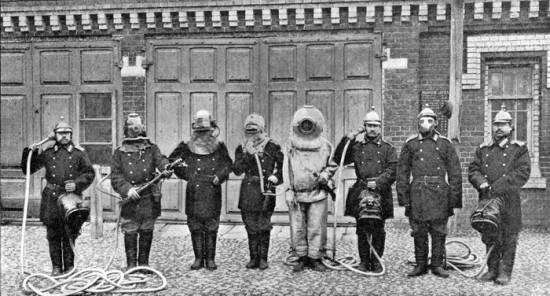 Аппараты, защищающие пожарных при тушении пожаров, употреблявшиеся в московской пожарной команде в 1903 г.