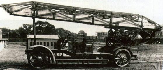 Автомобиль с поворотной лестницей «Магирус», выполненный на шасси фирмы NAMAG с приводом от электрических батарей. Германия. 1910 г.
