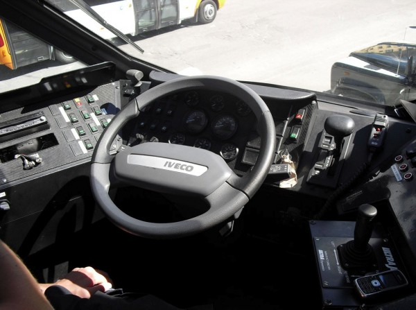 Пожарный автомобиль-амфибия Iveco Magirus Marconi Duffy. Кабина водителя