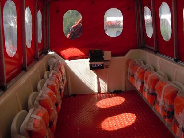 Пожарный автомобиль-амфибия Iveco Magirus Marconi Duffy. Отсек для размещения боевого расчета