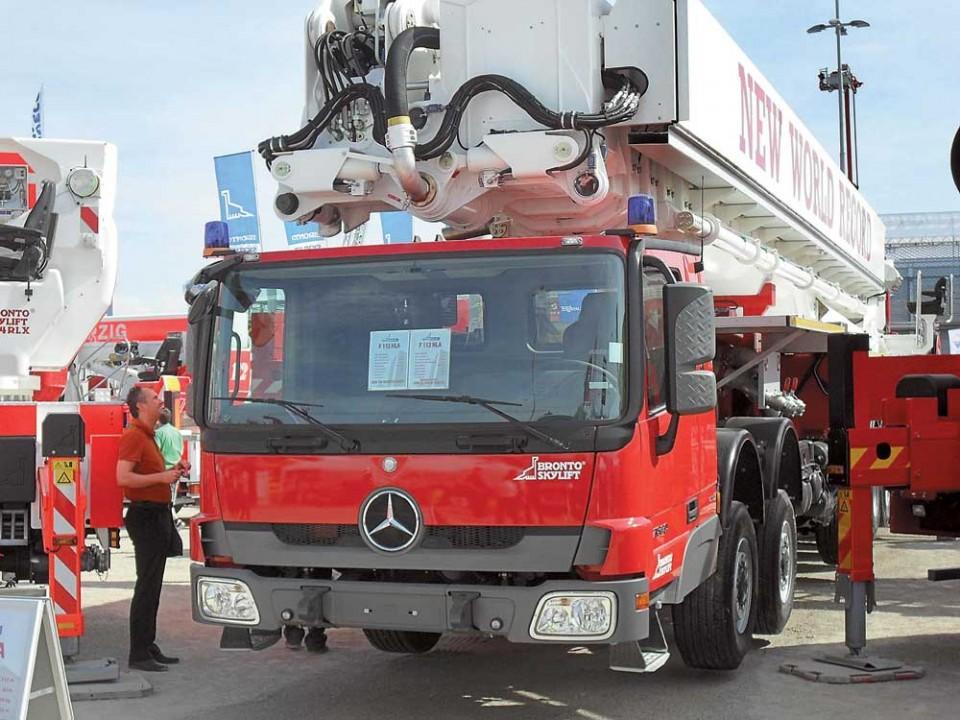 высота пожарной автоцистерны на базе мерседес