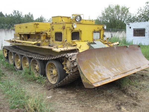 Гусеничный универсальный тягач ГТУ-1