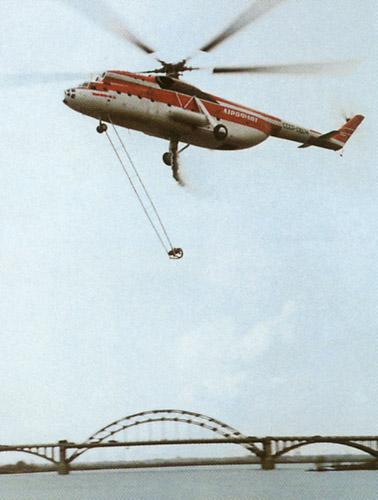 Пожарный вертолет Ми-6ПЖ на испытаниях на Химкинском водохранилище. 1967 год