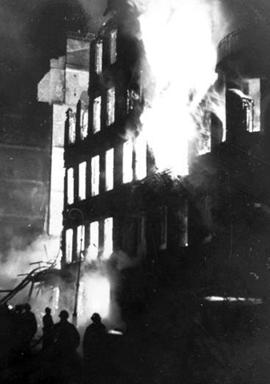 Пожар жилого дома в блокадном Ленинграде, 1942 год
