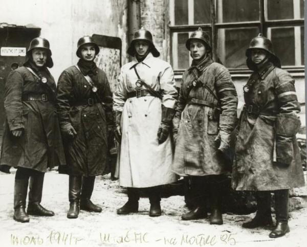 Борис Иванович Кончаев (в центре), июль 1941 года
