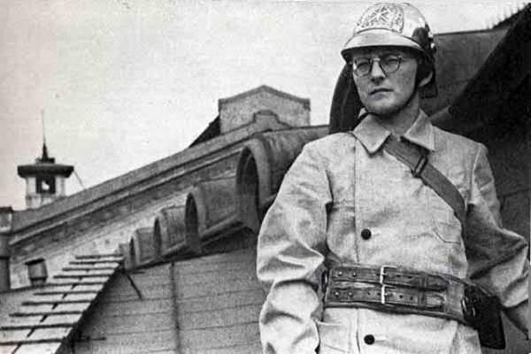 Композитор Дмитрий Шостакович на службе в пожарной охране Ленинграда