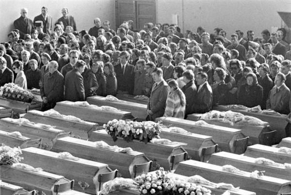 Прощание с 146 погибшими в пожаре в дансинге 5-7, Сен-Лоран-Дю-Пон, Франция