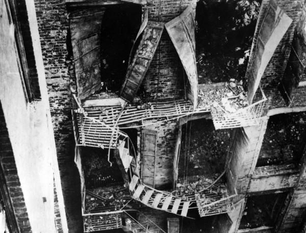 Пожарные лестницы ломались из-за высокой температуры. Выходы на балконы были блокированы ставнями.