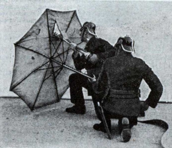 Зонты из асбеста для защиты пожарных