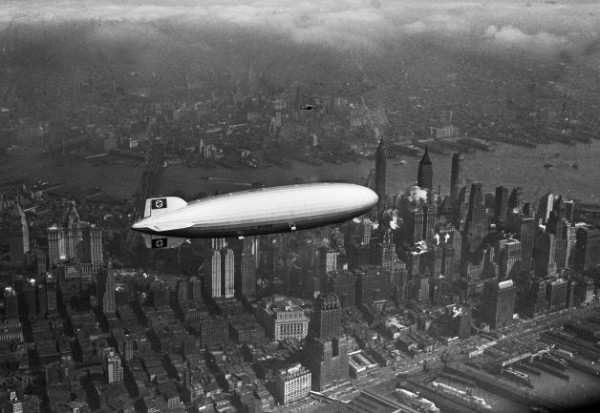 "Дирижабль LZ-129 ""Гинденбург"" над Манхэттэном, 6 мая 1937 года"