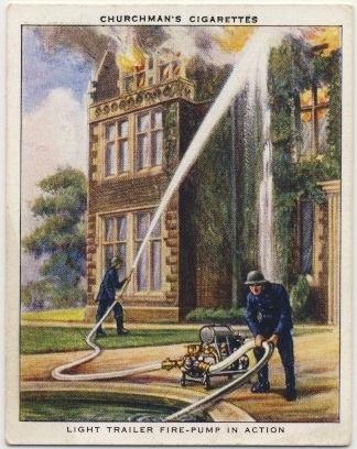 Легкий пожарный насос-прицеп в работе