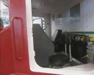 Кабина внутри гусенечной пожарной машины
