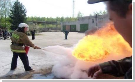 Меры безопасности при работе с огнетушителями