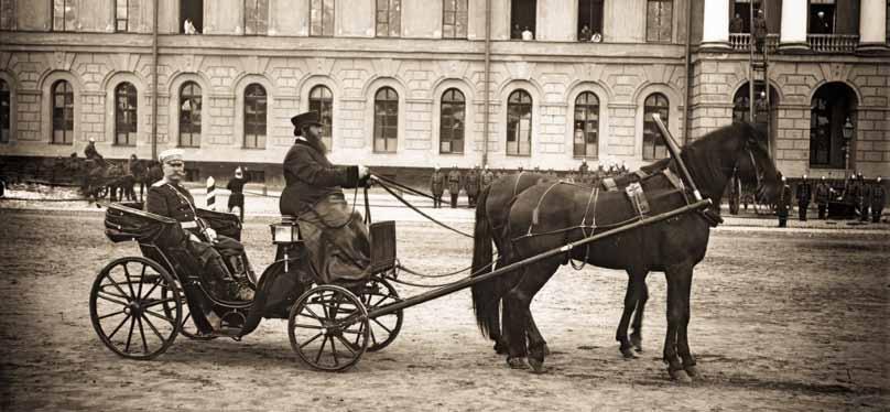 Брандмайор М.А. Кириллов во время смотра пожарных. Санкт-Петербург. 1900 г. Фотография К. Булла