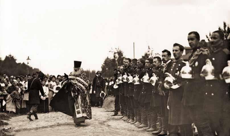 Молебен в честь 25-летнего юбилея Парголовского Пожарного Общества. Парголово. 1900 г. Фотография К. Булла