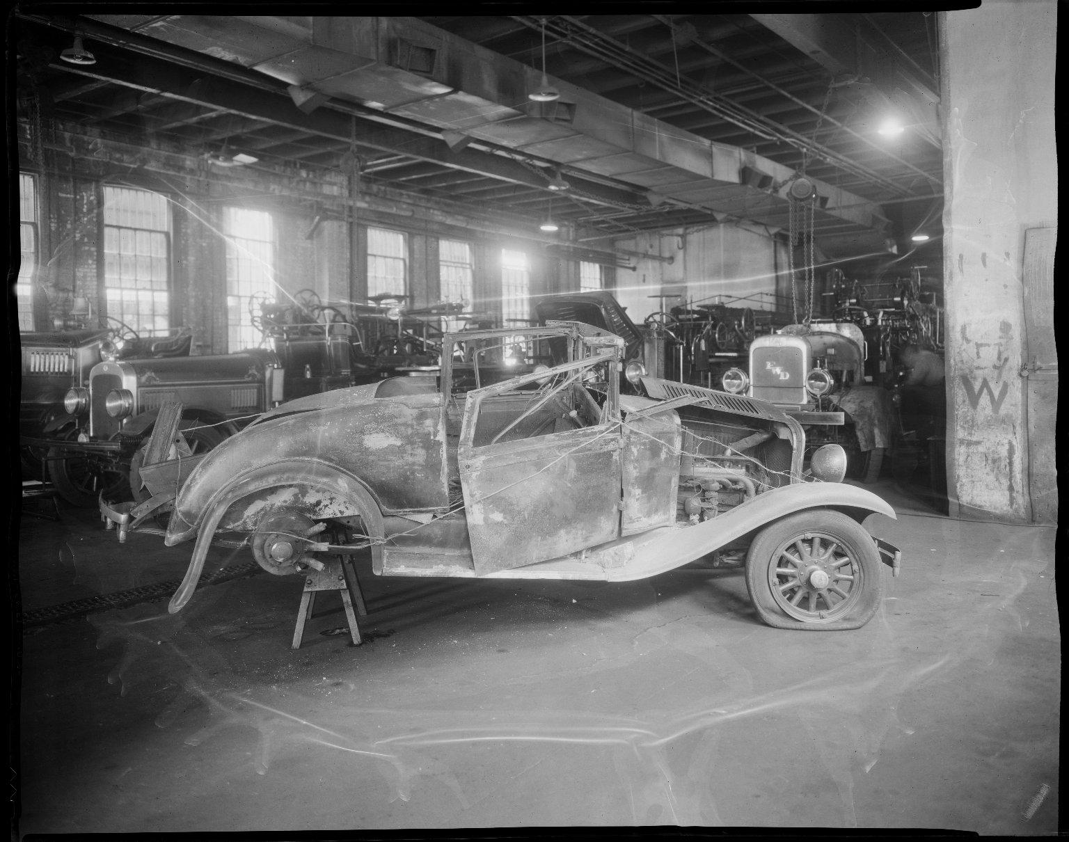 Поврежденный во время пожара на Кони-Айленд автомобиль шефа пожарной охраны. Нью-Йорк, США. 1932 год