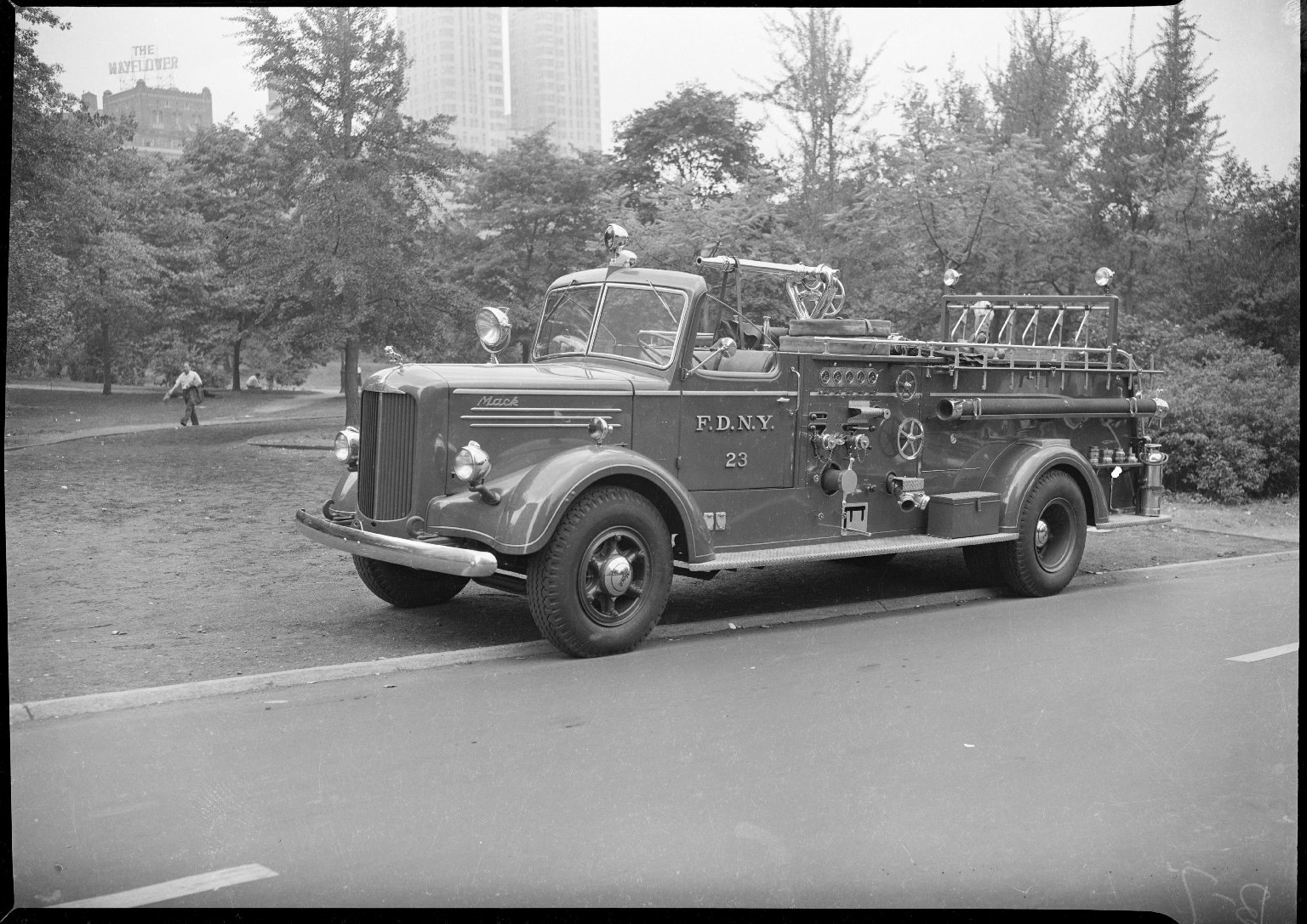 Пожарный автомобиль Mack, Нью-Йорк, США. 1947 год