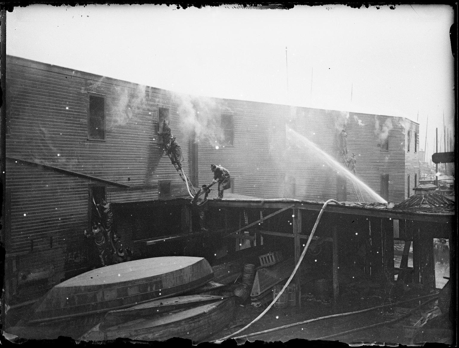Пожар на судоверфи. Нью-Йорк, США