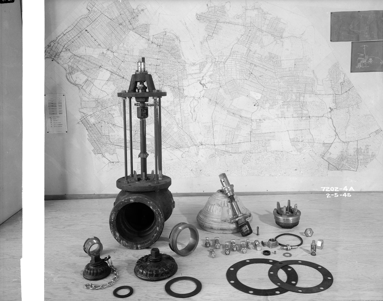 Разобранный пожарный гидрант. Нью-Йорк, США. 1945 год