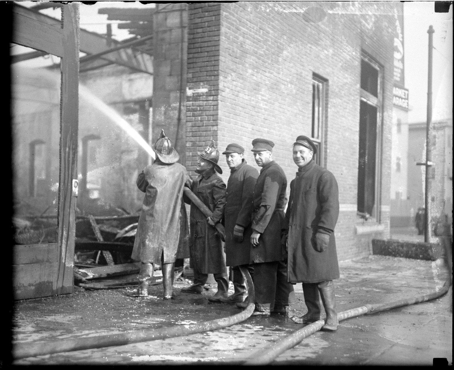 Пролив здания. Нью-Йорк, США. Начало 20 века.