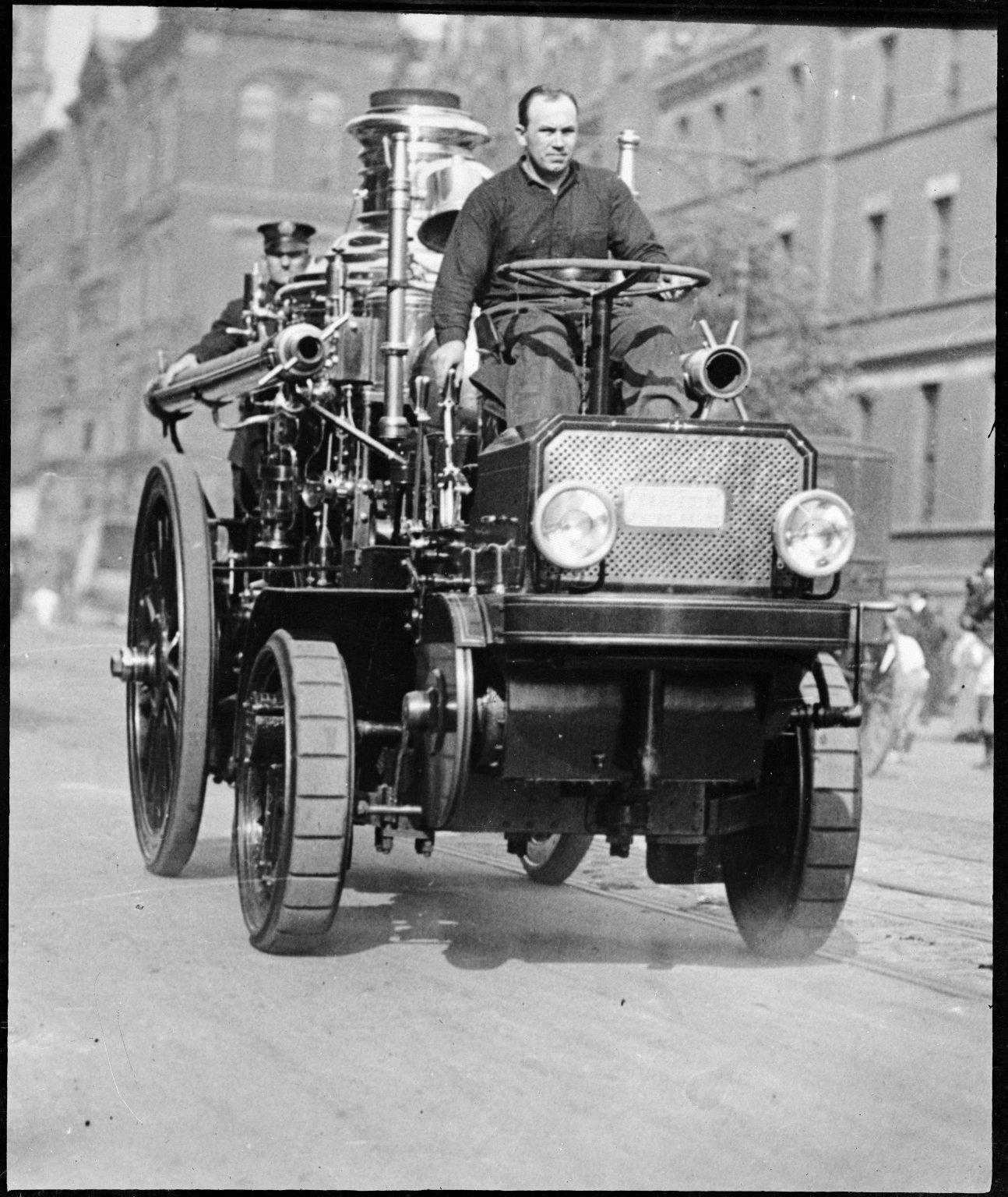 Моторизованный паровой пожарный насос. Нью-Йорк, США. Начало 20 века