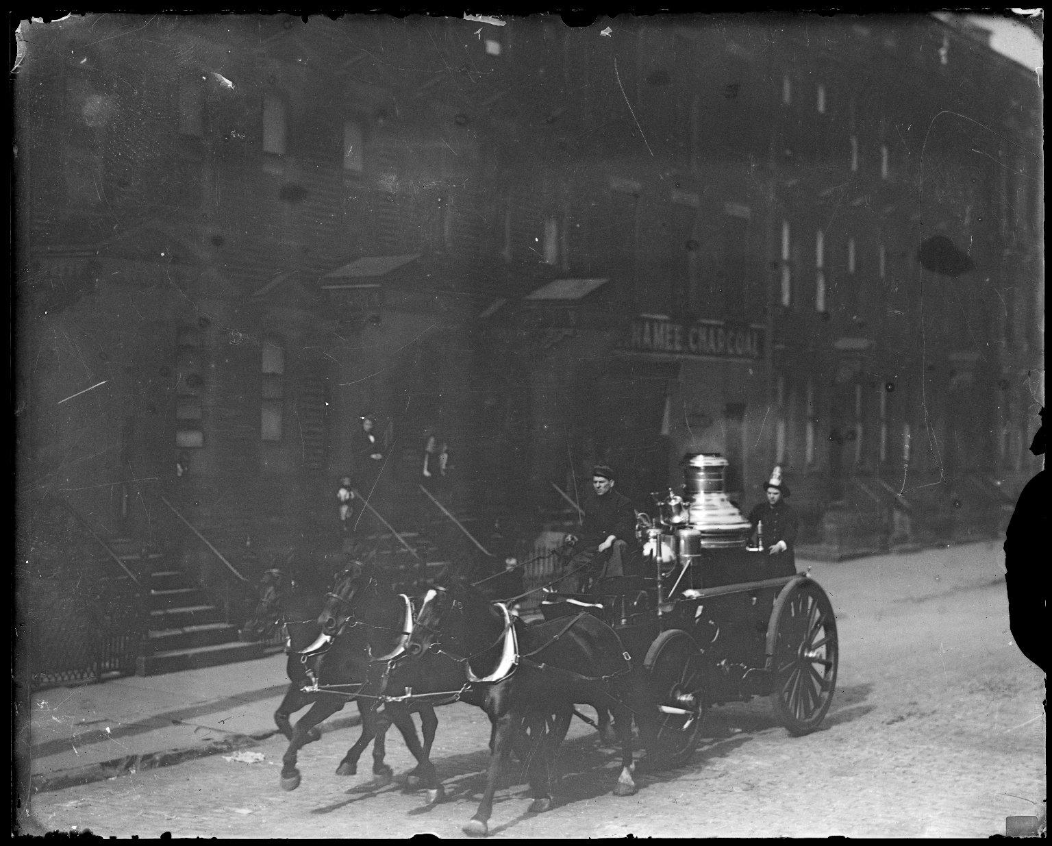 Паровой пожарный насос с конной упряжью. Нью-Йорк, США. Начало 20 века