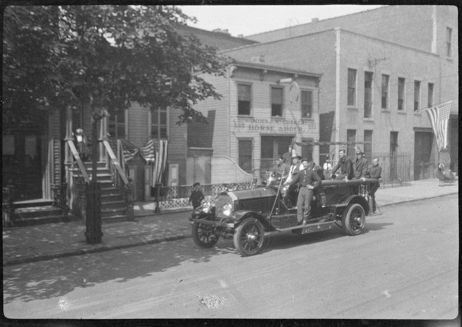 Выезд пожарного автомобиля. Нью-Йорк, США. Начало 20 века