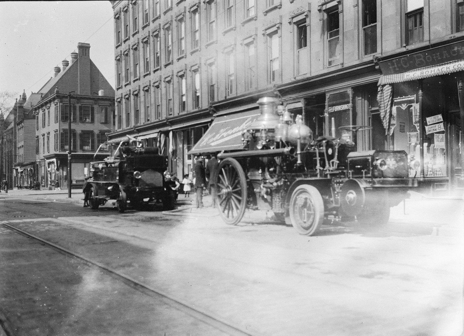 Паровой пожарный насос трактором. Нью-Йорк, США. Начало 20 века