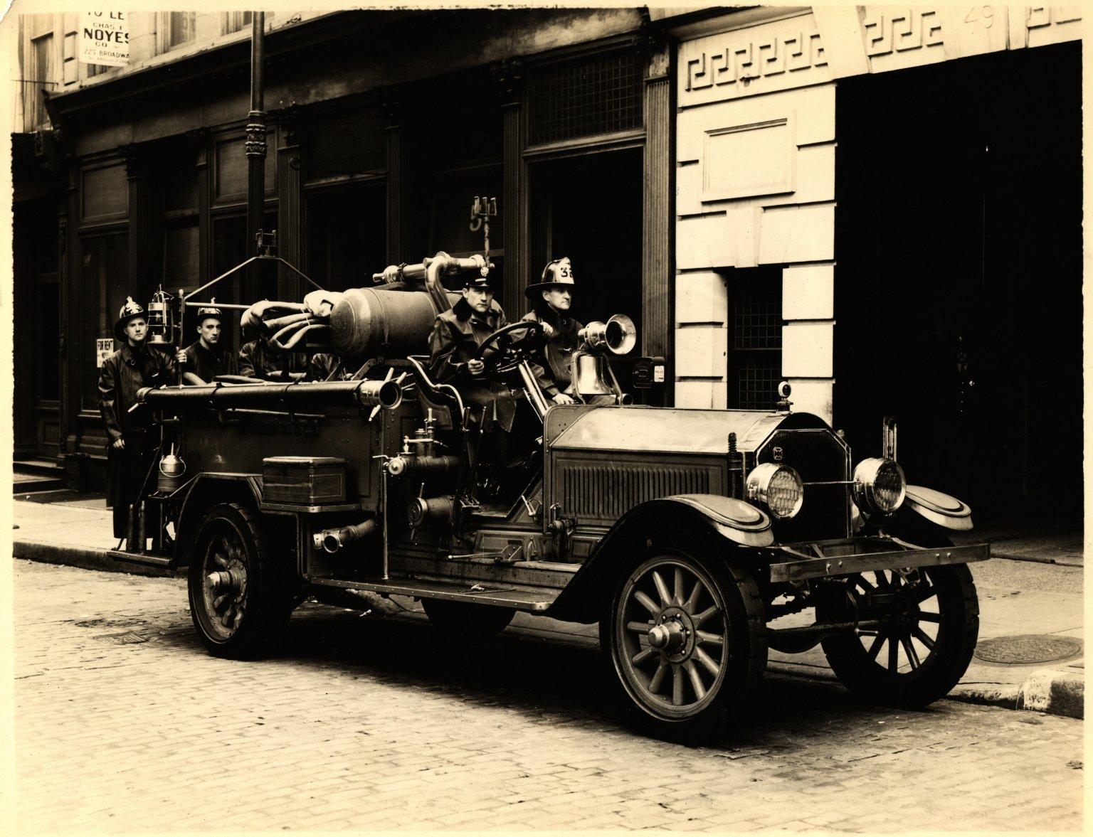 Автомобиль пенного тушения. Нью-Йорк, США. 1937 год