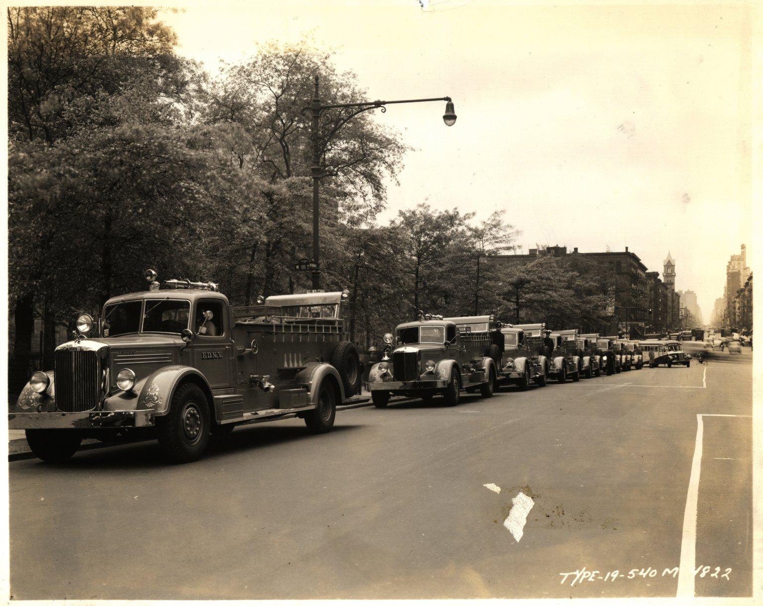 Пожарные автомобили Mack. Нью-Йорк, США. 1950-е
