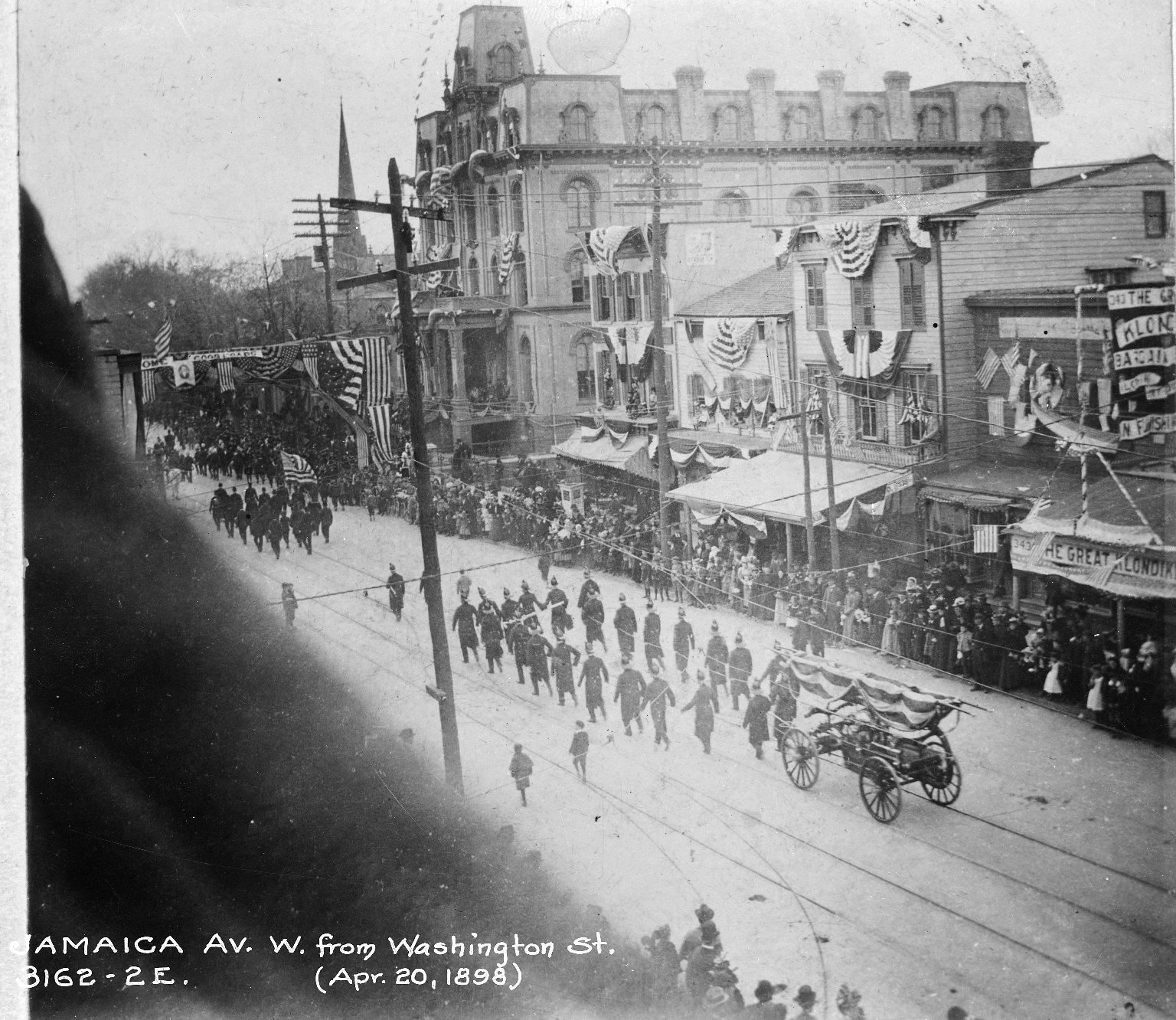 Пожарная команда на параде. Нью-Йорк, США. 1898 год