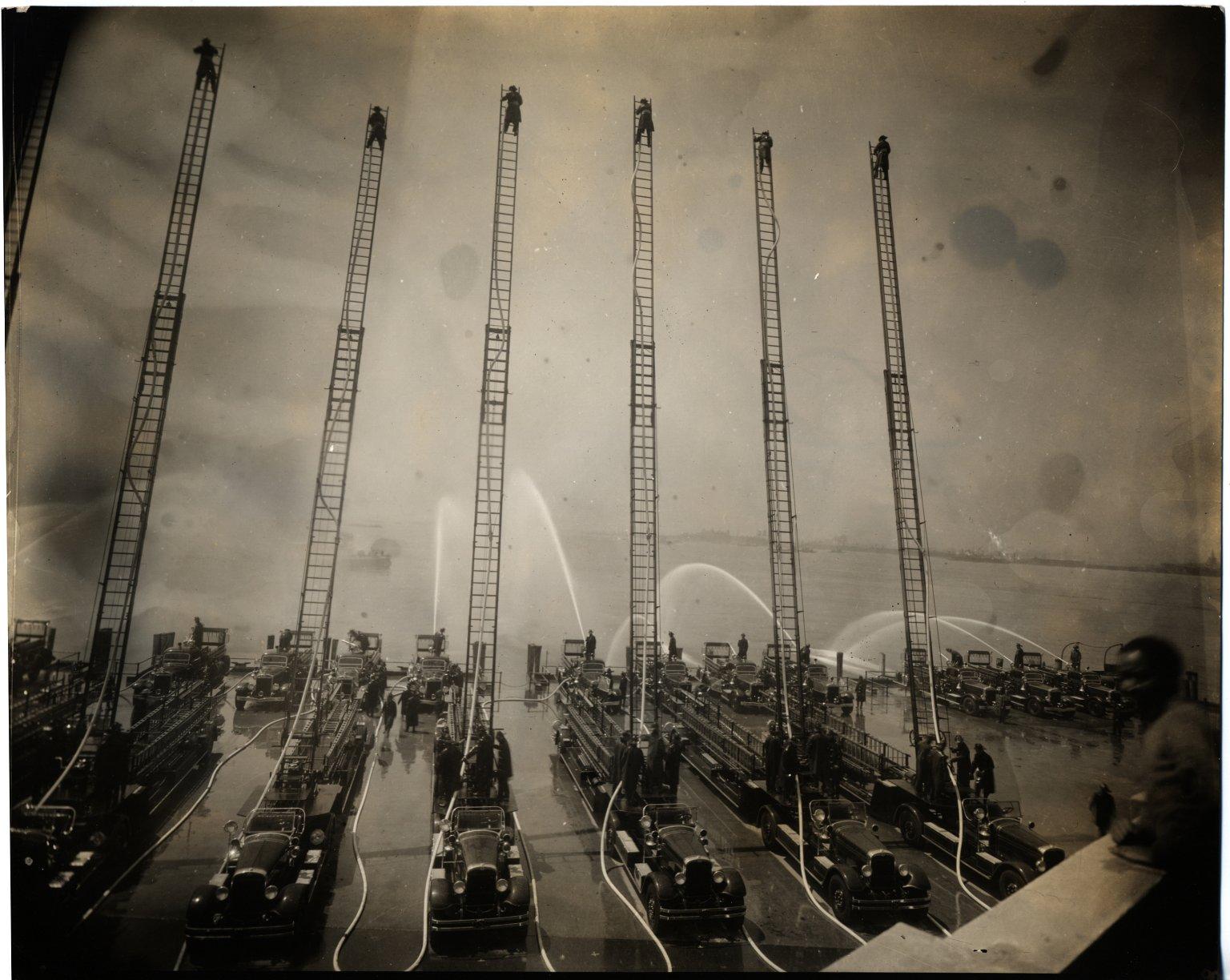 Испытания новой пожарной техники. Нью-Йорк, США. 1937 год