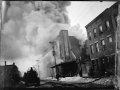 Тушение пожара с помощью насоса. Нью-Йорк, США. 1930-е