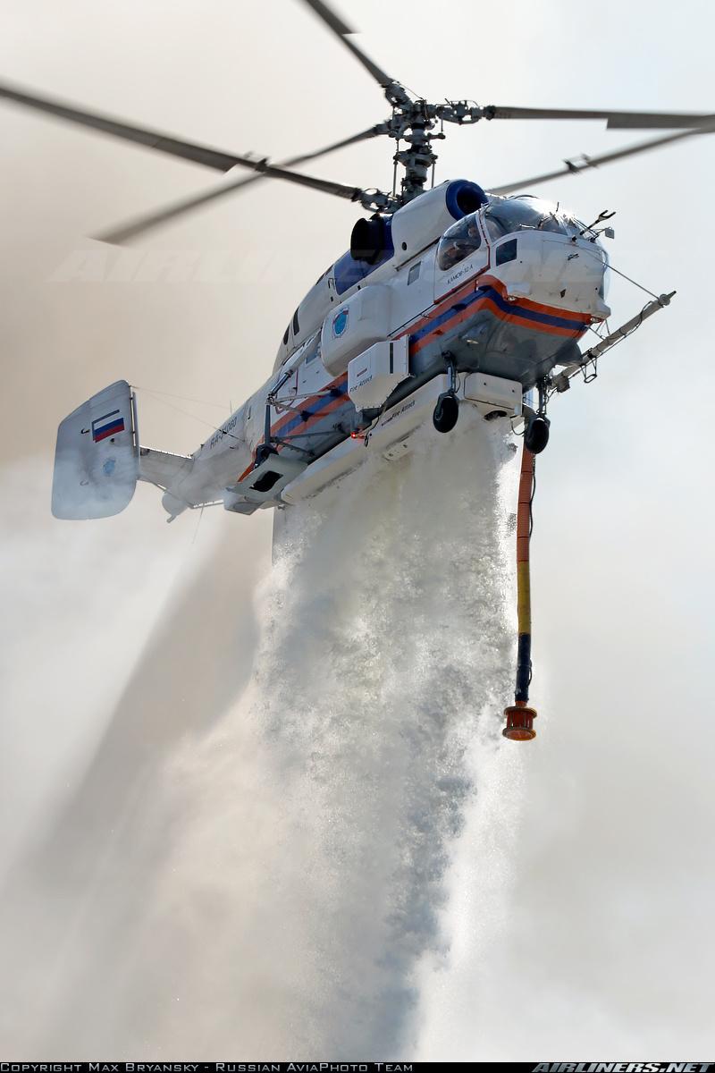 Пожарно-спасательный вертолет Ка-32А. Сброс воды