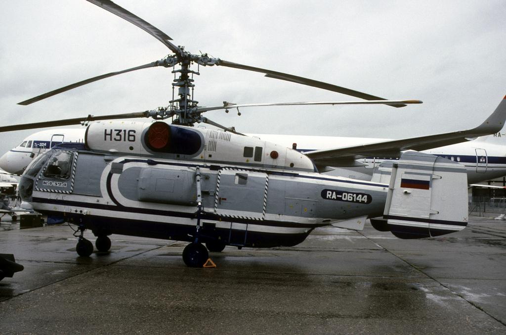 Пожарный вертолет Ка-32А. Авиасалон Ля-Бурже, 1993 год