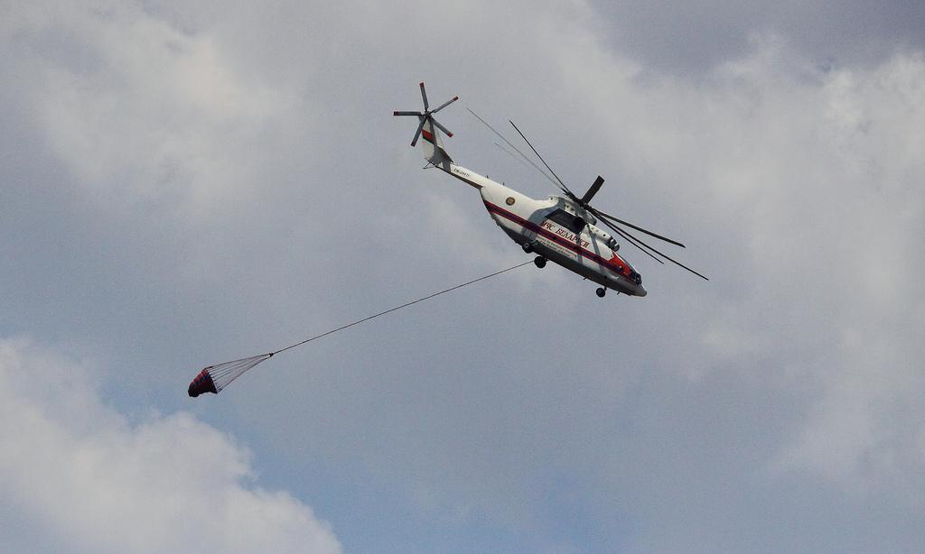 Пожарный вертолет Ми-26ТП с внешей подвеской