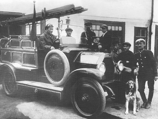 Челябинск. Первый пожарный автомобиль, собранный энтузиастами пожарной охраны из автомобилей иностранных фирм. 1925 год