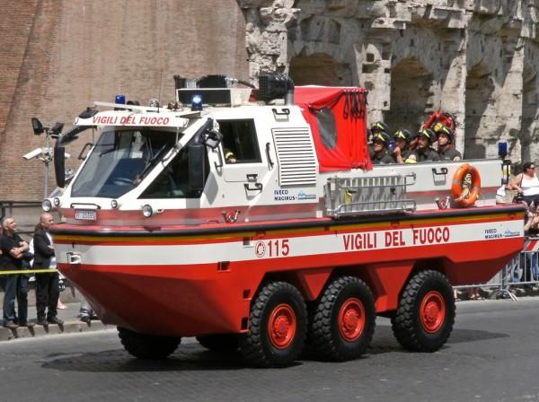 Пожарный автомобиль-амфибия Iveco Magirus Marconi Duffy. Вид спереди