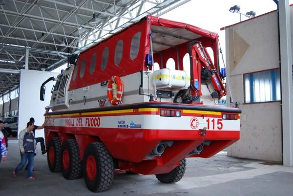 Пожарный автомобиль-амфибия Iveco Magirus Marconi Duffy. Вид сзади